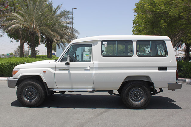 558e674085 Toyota Land Cruiser LC78 estilo ambulancia